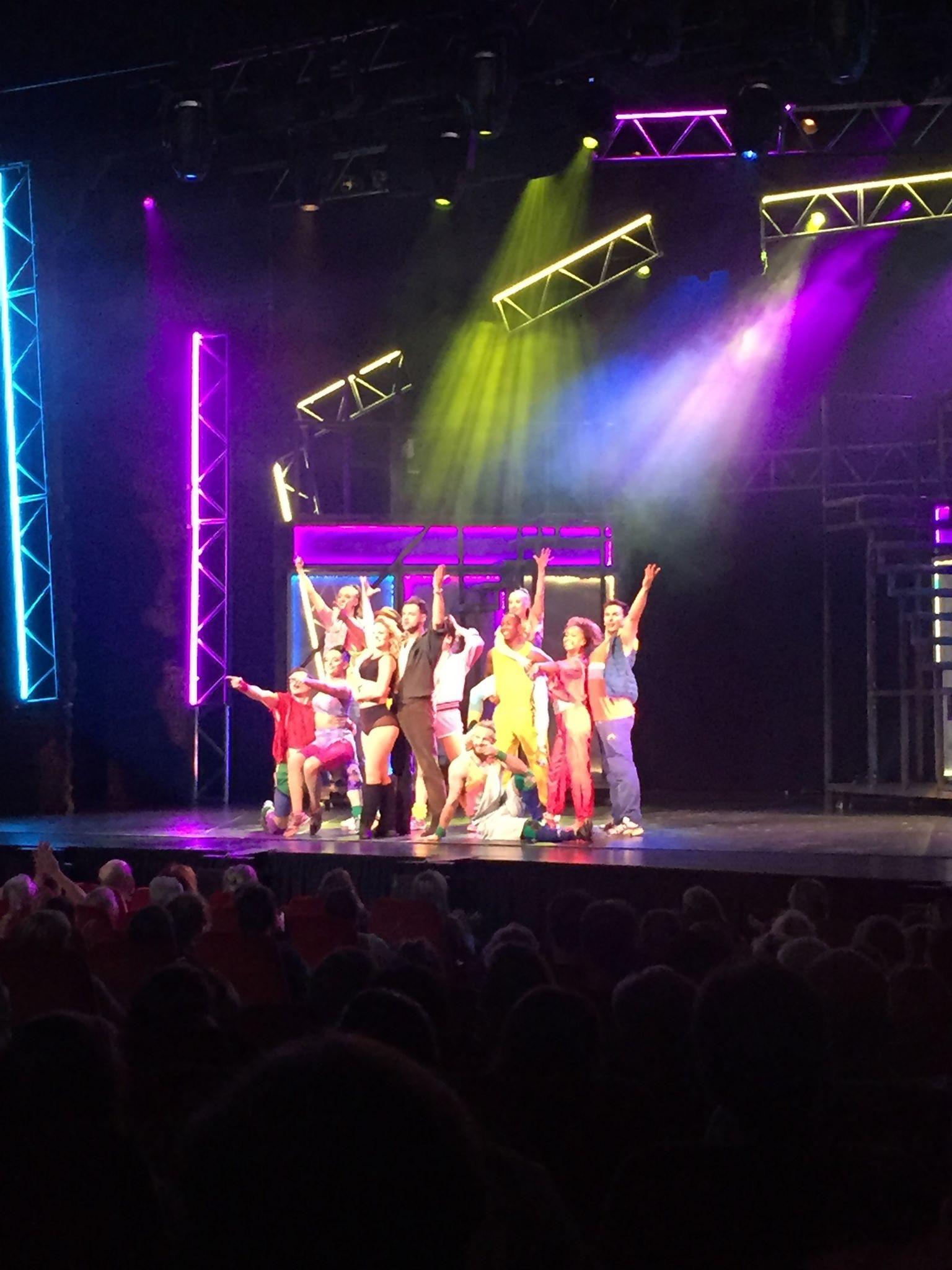 Cast in actie van Flashdance Musical in Kursaal Oostende