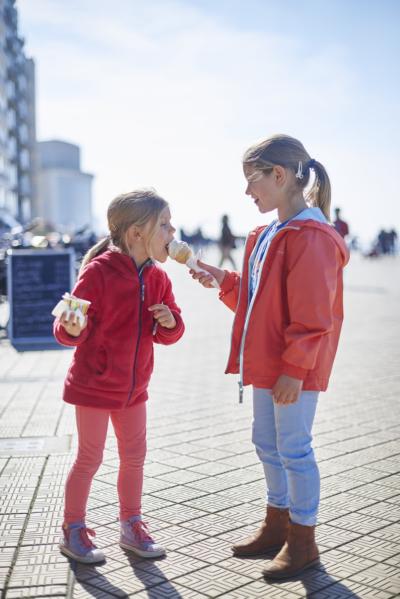 ijsjes zeedijk meisjes Oostende