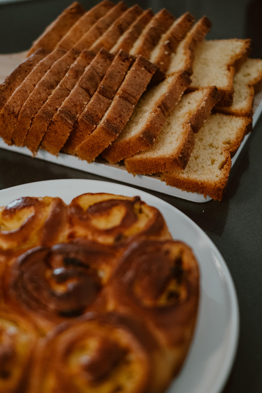 paasbrunch: kramiekbrood en cake