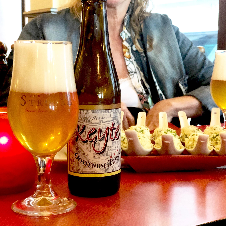 Ostend City Queens drinken een Oostendse Tripel Keyte café Rubens